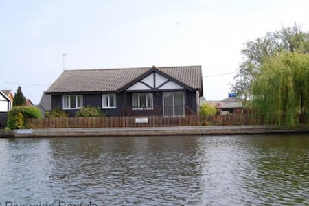 Ferrymans Cottage - Horning