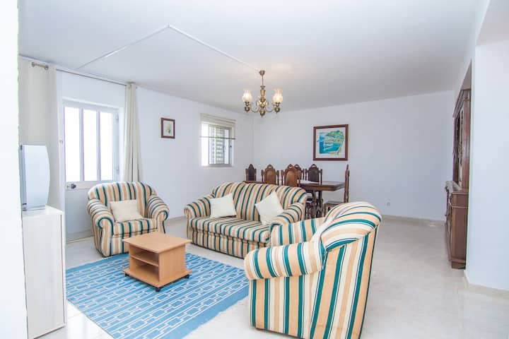 Julianne Yellow Villa, Lagos, Algarve !New!