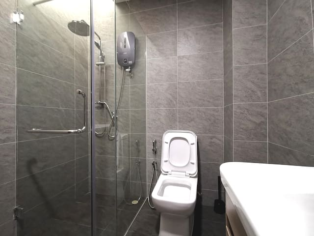 [D] 3BR Free Parking & Wifi, CBD Fringe