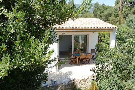 Petite maison type T2 en pleine campagne - Sarrola-Carcopino