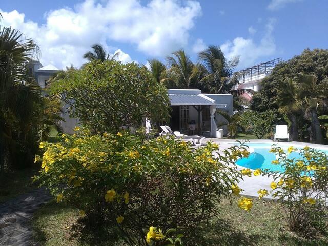 Villa Verde,Blue Bay Beach.Private Pool& Garden.
