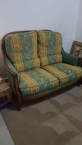 Salon chambre a louer à Lambanyi