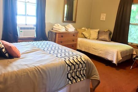 2 bedroom upstairs apartment - Waterville - Apartment