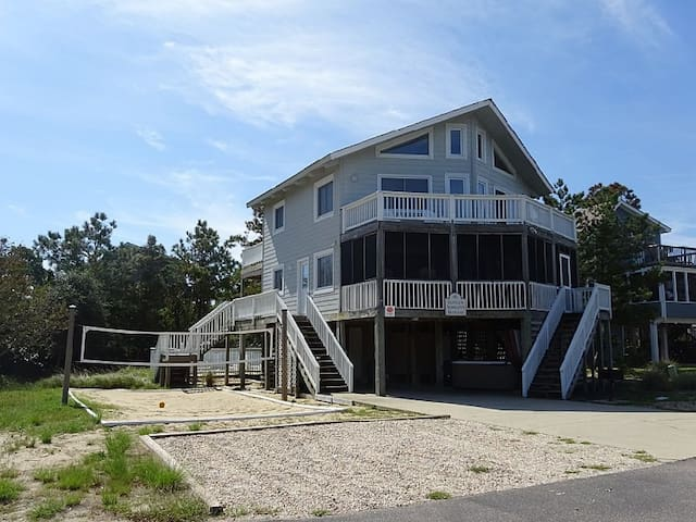 Private Pool, Volleyball Court, Walk to the Beach!