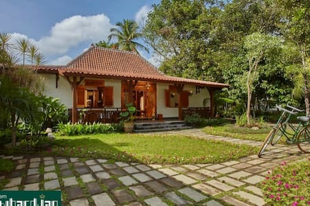 HOME village near Borobudur temple - Magelang - Bed & Breakfast