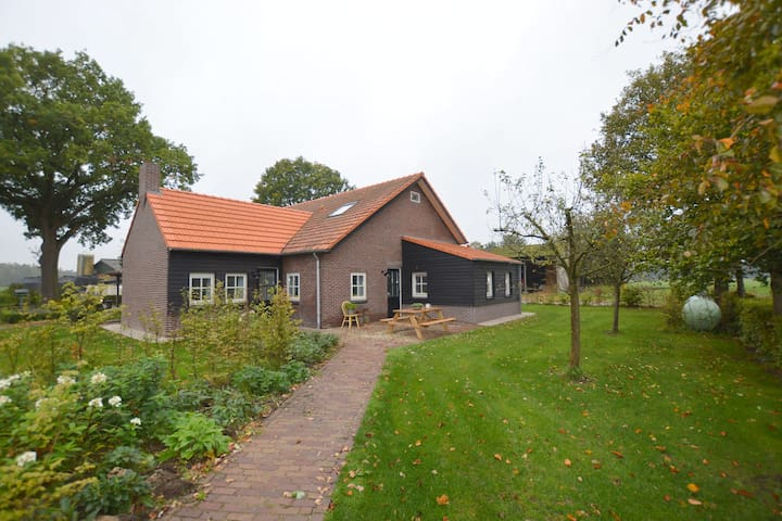 Charming holiday home with 2 bathrooms and garden on a dairy farm