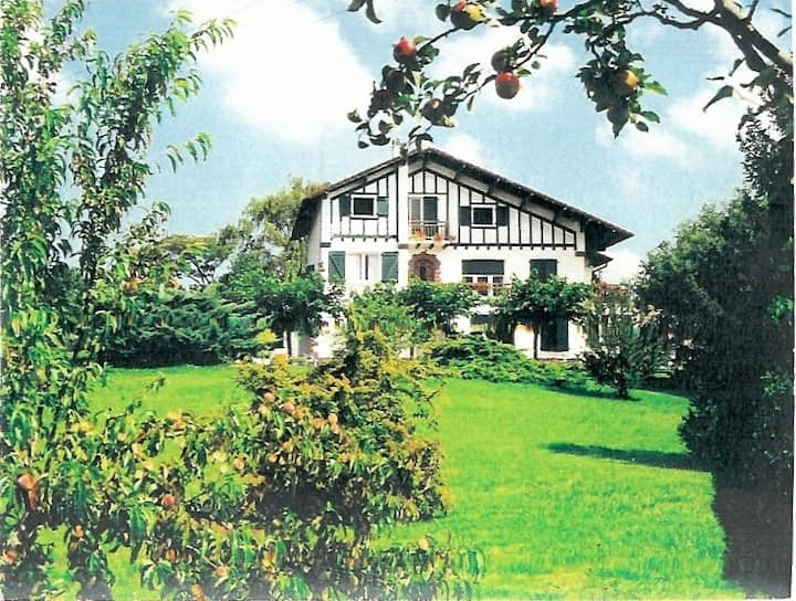 Appartement meublé dans grand jardin verdoyant