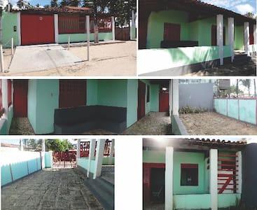 Casa rústica à beira da praia - Vera Cruz