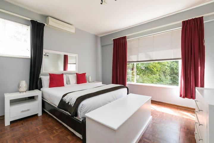 Work Travel Apartment in Central Illovo | WiFi