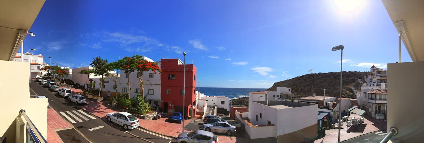 LA CALETA,20 meters from the ocean, WIFI, sea view