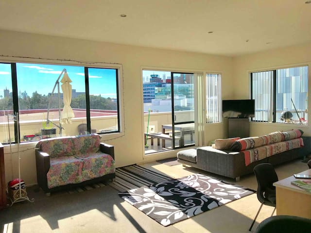 Shared room in Penthouse right in heart of CBD.