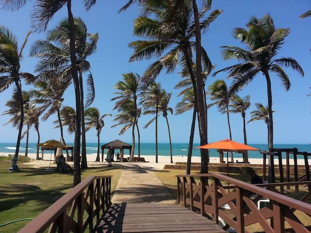 Suítes Resort luxuoso apto de frente para o mar!