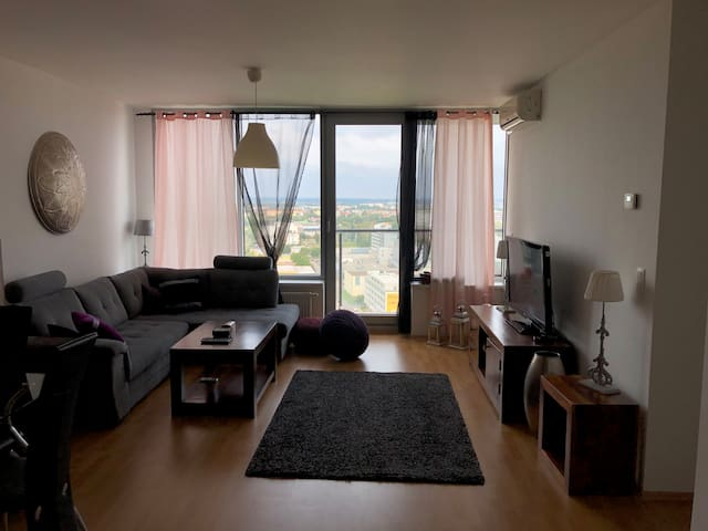 Luxury Apartment with a STUNNING view - 20th floor