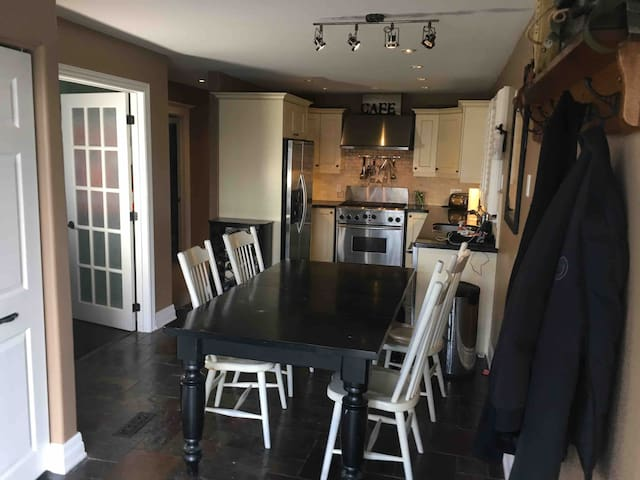 This is the kitchen of this 3 bedroom Executive Home located in East Scarborough (Toronto) close to the Pickering border and a 30 minute Go Train ride to Union Station downtown. It's a 2 minute walk to 2 restaurants, Groceries, a Pharmacy and parks.