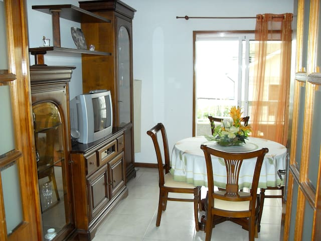 Beautiful apt with balcony & Wifi