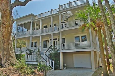 Charming Southern Home, Pool, & Golf Cart