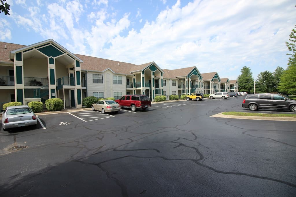Branson Condo | Thousand Hills Resort | Building