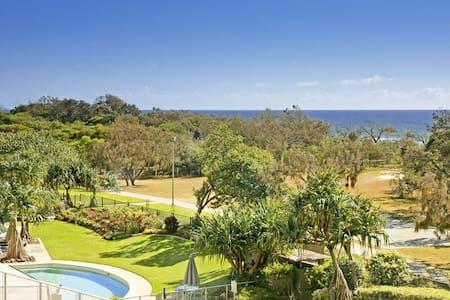 Ensuite double/r in stunning resort - Marcoola