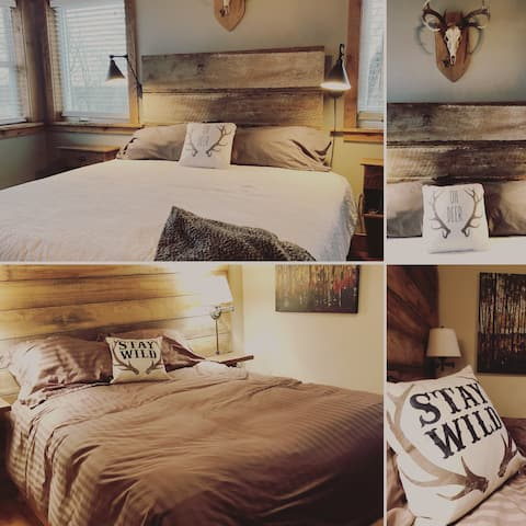 Tin Roof Sundae Cabin & Cottage - Sleeps 25