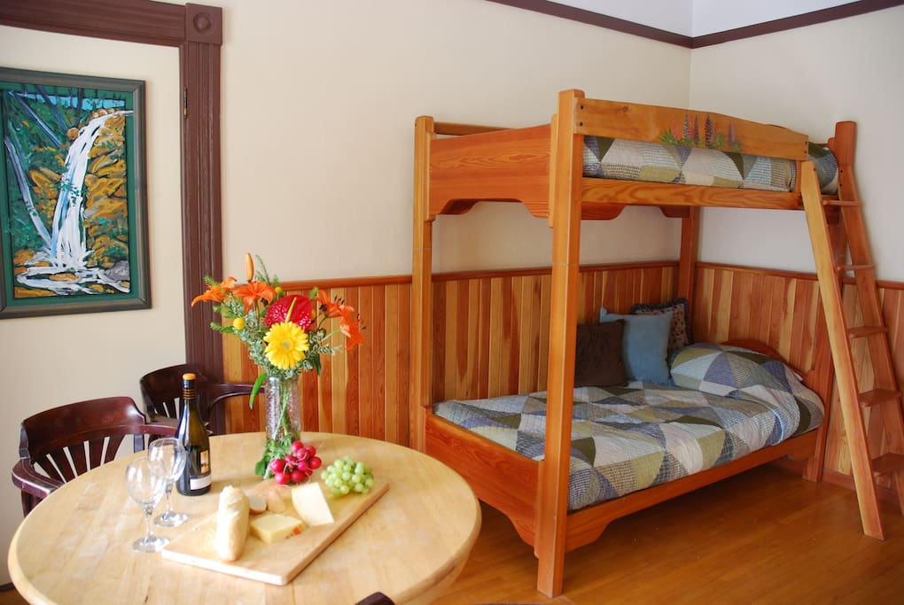 Family room, Futon Bunks, Table and Chairs.