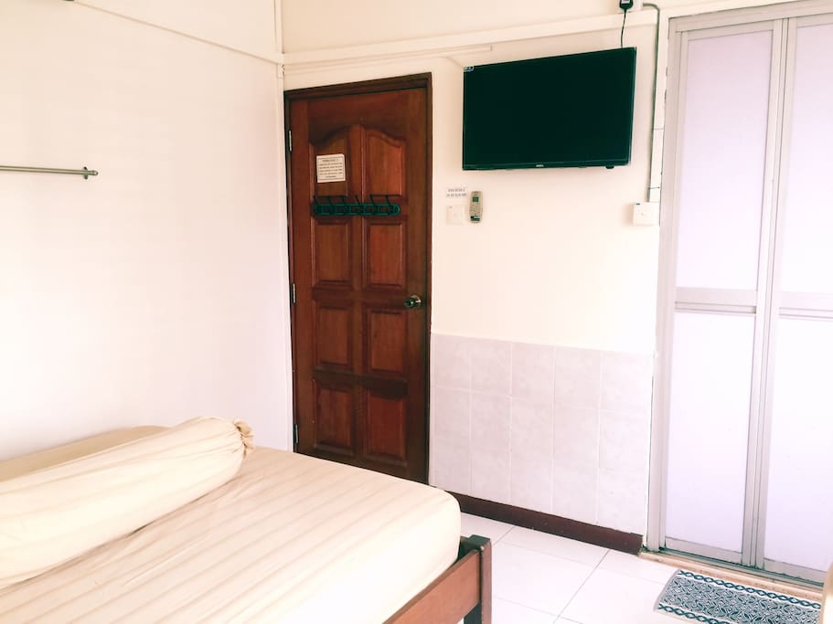 1 Queen sized bed and 1 single bed (bathroom, TV and AC inside)