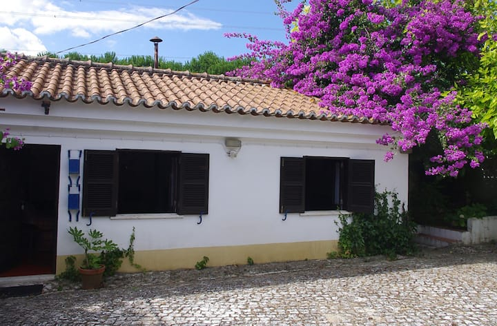 Traditional cottage near Costa Azul and Palmela