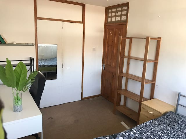 Nice and Economic Double room in Central.