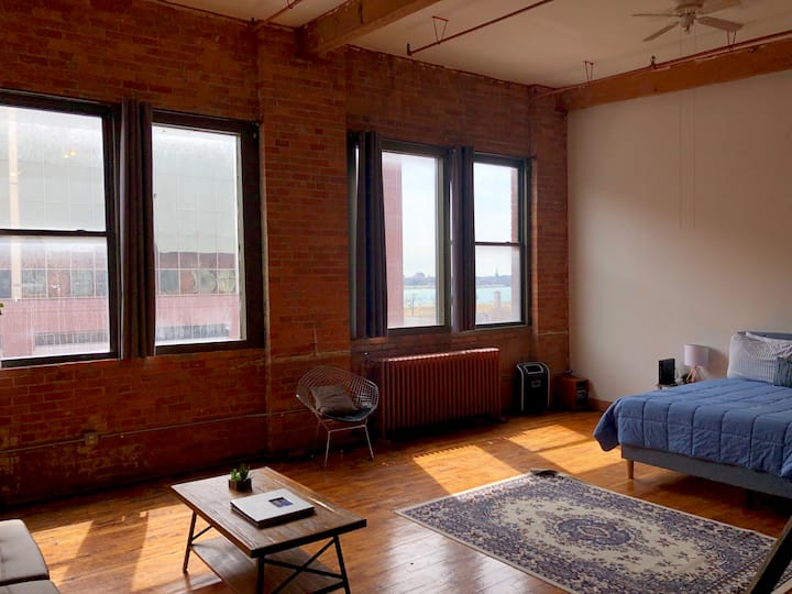 CRM│Beautiful + Spacious DT Detroit Loft│Parking!!