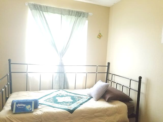Economic & Cozy Stay. 舒适的单人床 Monthly Special!