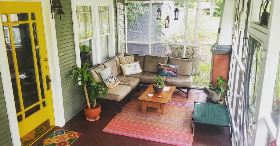 Historic District Dog Friendly Bungalow w/ 2 porch