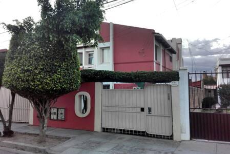 Cuarto grande en departamento independiente - Cochabamba