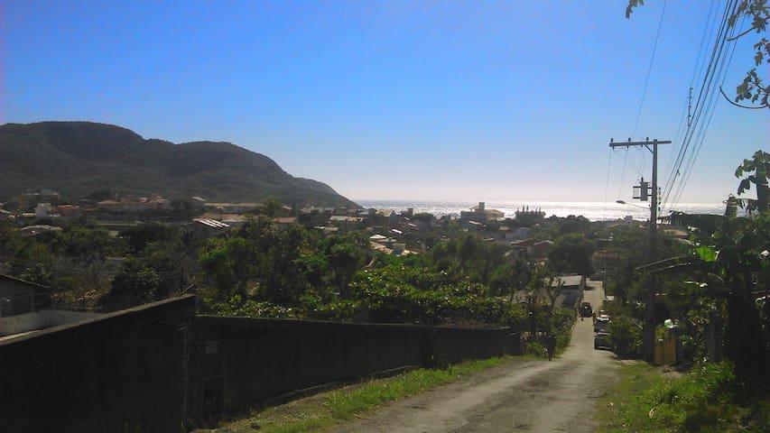 Alugo apto. na Praia do Santinho 700 metros do mar - Florianópolis - Appartamento