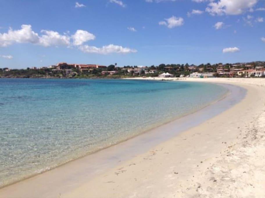 Spiaggia Lo Squalo a 1 Km