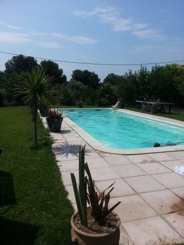 Studio de 33 m2 accès piscine - La Fare-les-Oliviers - Huoneisto