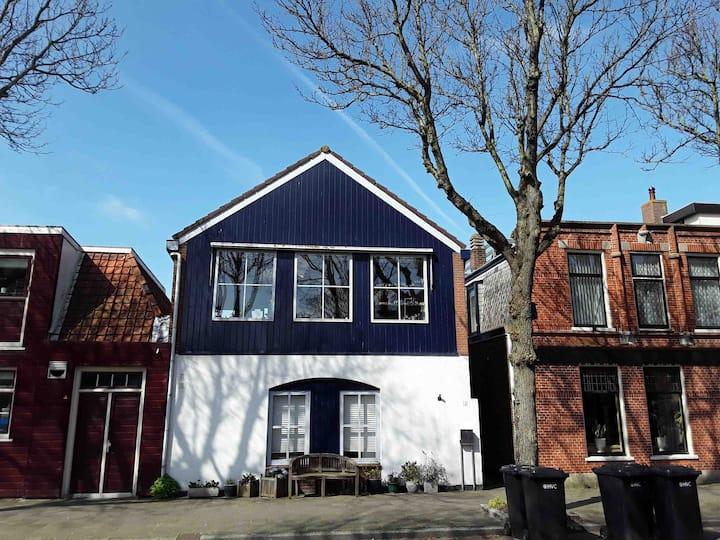 Op rustige lokatie ruim gerenoveerd woonhuis