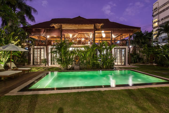 6 Bedrooms in Seminyak - 2 minutes walk to beach!