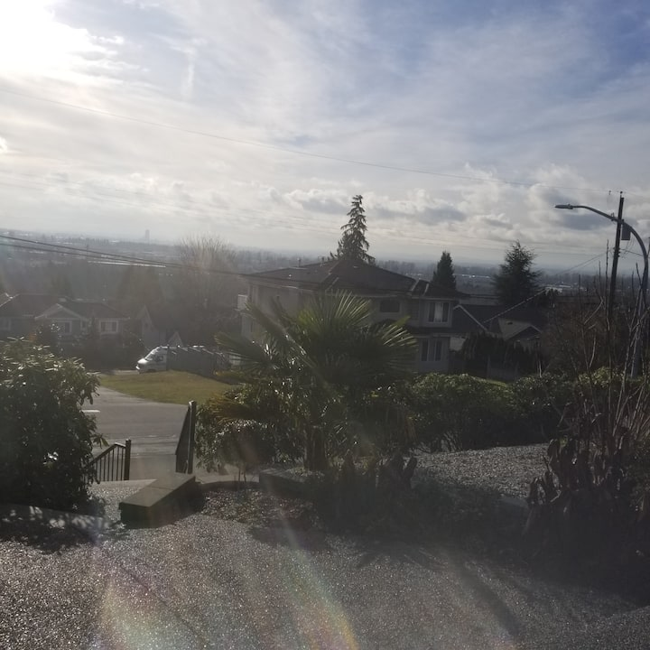 Burnaby home with View - 20 mins from Airport