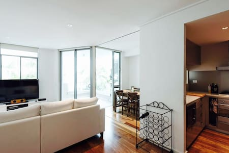 Stylish, modern, close to city & beach - Bondi Junction
