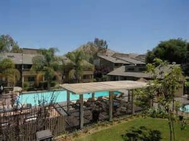 Shared Apartment near UCR. - Riverside - Leilighet