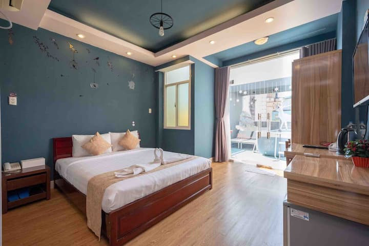 Mini Suite with Large Balcony on Bui Vien Street