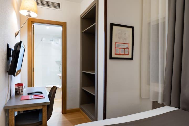 Habitación individual a 5 min de Francesc Macià