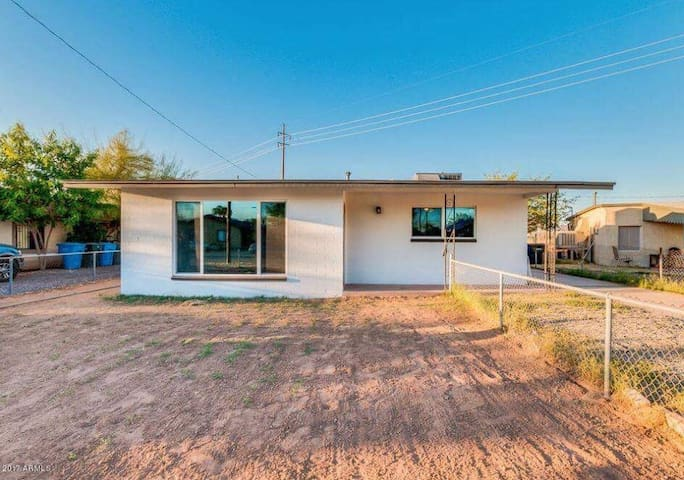 Charming downtown Phoenix Home - Next to Airport!!