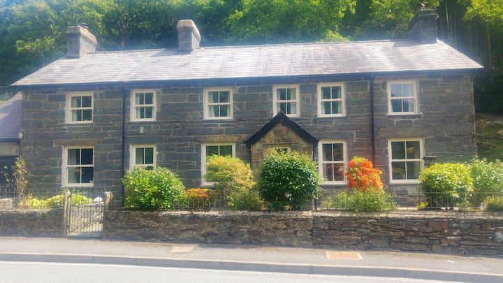 Glyn Awel - Large cottage at the foot of Snowdon