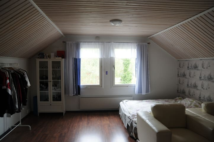 West Wing Attic Room in Vesilahti near Lempäälä