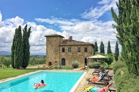 Villa in Tuscany: Pool, AC, Maid - Bucine