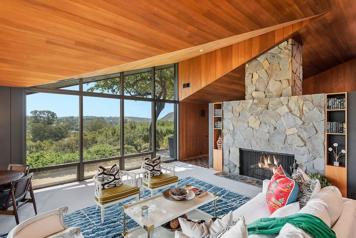 Laguna Blanca Retreat - Mid-Century Masterpiece in Hope Ranch