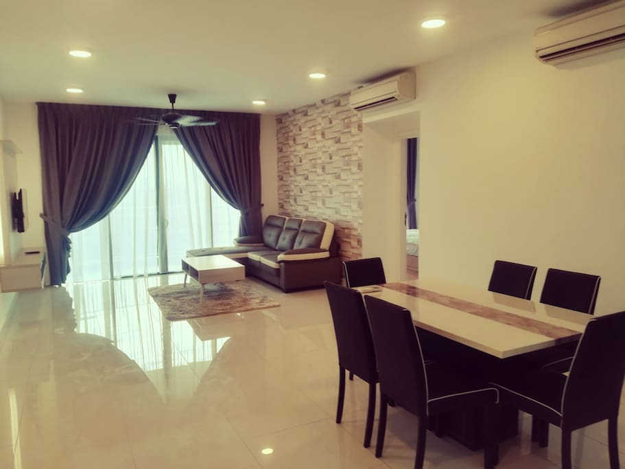 Living and dining - spacious layout