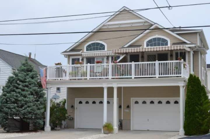 SIC Family Home- 2 Blocks to Best Beach in SIC