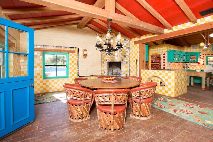 Rancho de los Colores - Hacienda-style Ranch