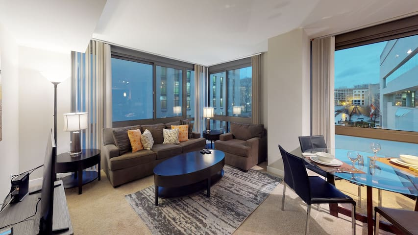 Beautiful Two Bedroom Apartment at National Mall